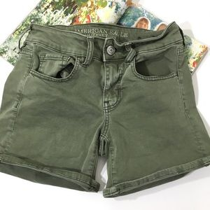 AMERICAN EAGLE OUTFITTERS  ARMY GREEN SHORTS